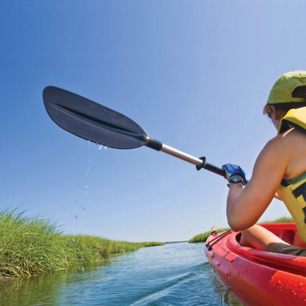 kayaking-through-marsh-tybee-island