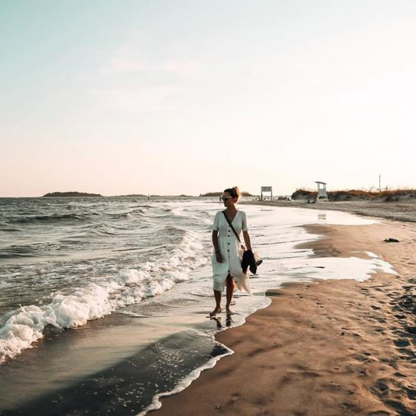solo beach travel ugc