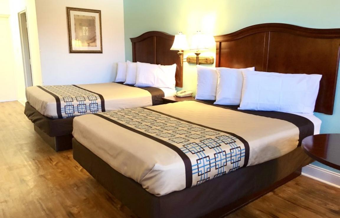 2 Queen Beds - This is our standard room with 2 Queen size beds in our front building.