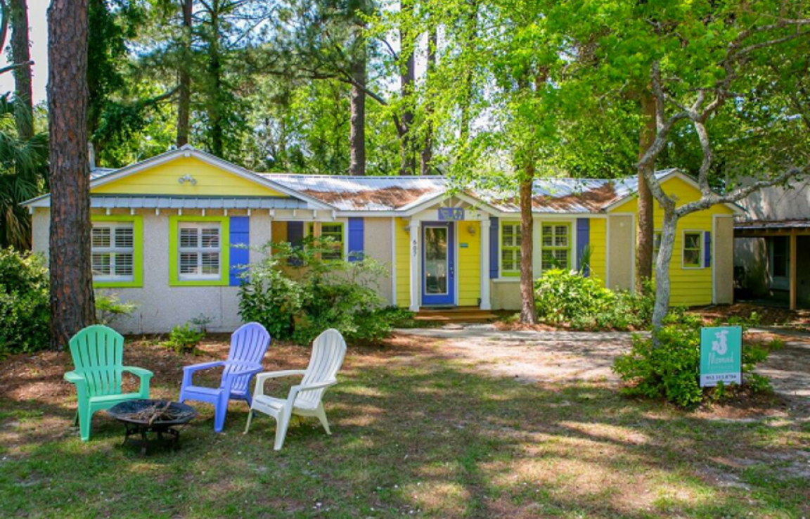Sandy Toes Cottage - Adorable single story cottage brimming with vintage charm! 3 bedrooms, 2 full baths. Pet-friendly with a fenced-in yard! Outdoor shower! Four blocks to the beach!