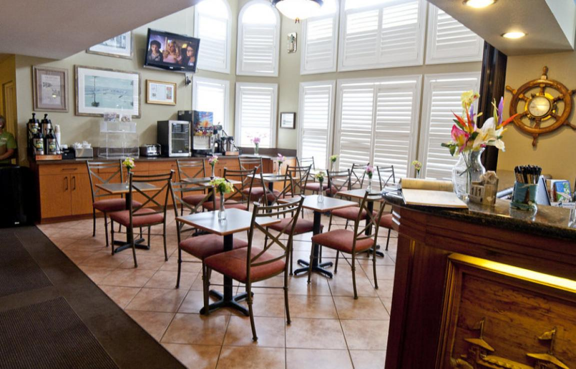 Breakfast area in lobby