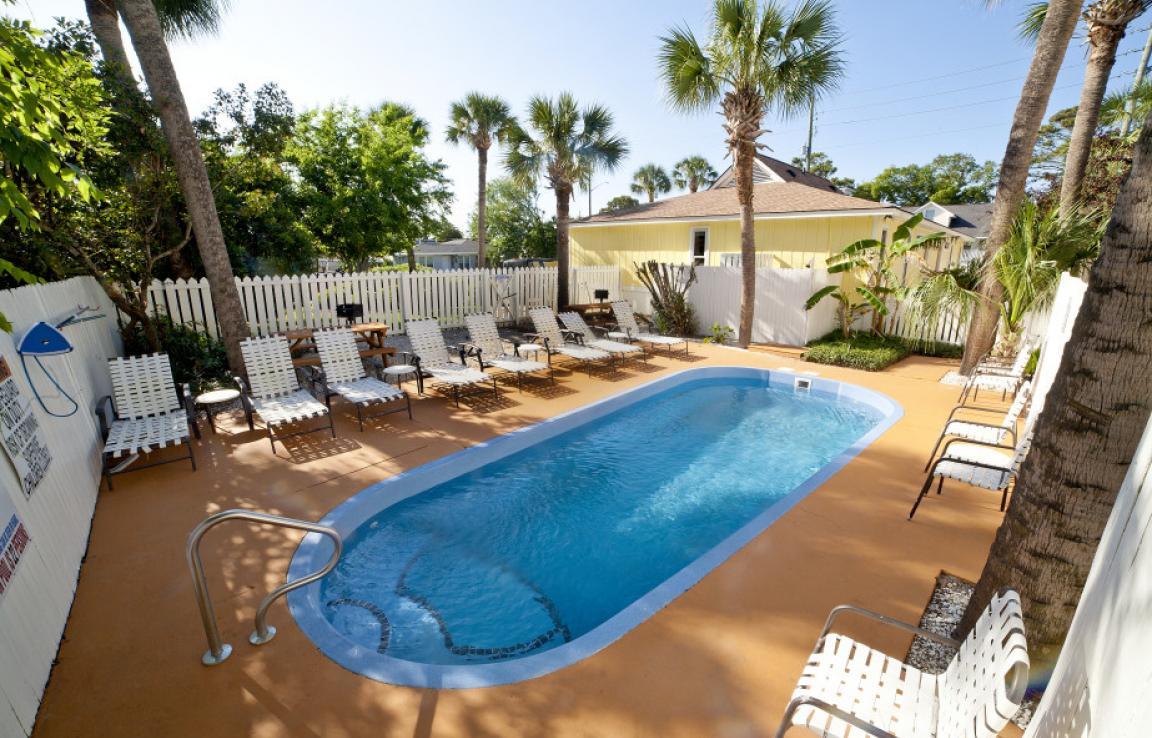 Bungalows pool